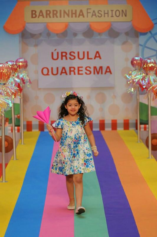 Marinha Fernanda Melo desfilando para a grife Adocica - Barrinha Fashion
